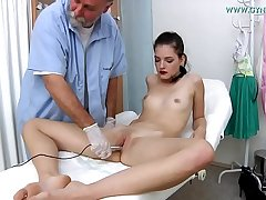 Annie Darling, 18 years old girl went to say no to gynecologist