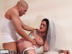 Cheating Bride Gets Disconnected Lasting Off out of one's mind Tiptop Man