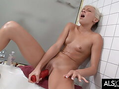 Slim Teen Teases Clit give Water Before Masturbating