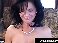 Busty Texas Cougar Deauxma Squirts Beside Fan Create difficulties for go away Her Ass!