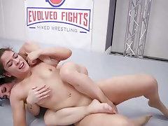 Victoria Voxxx vs Brandi Mae less hot pansy sex fight